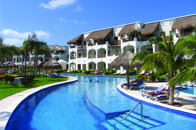 valentin imperial maya has one of the largest swimming pools in mexico