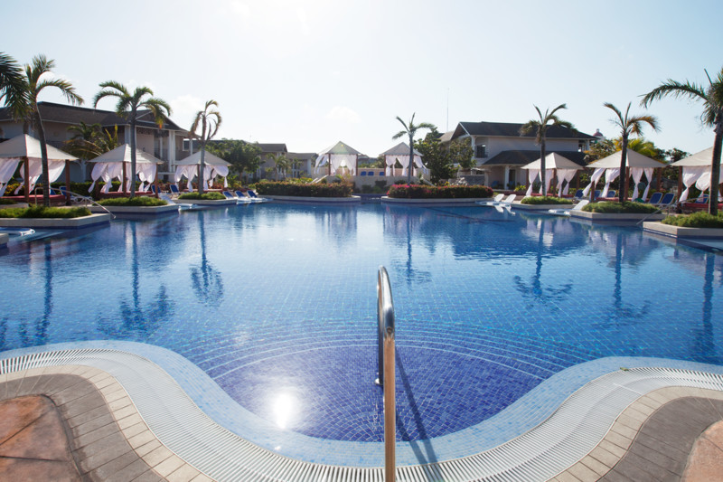 royalton chat sites Royalton riviera cancun resort and spa rooms these spacious 560 square feet suites feature luxurious amenities, a minibar, wireless internet access and 24-hour room service.